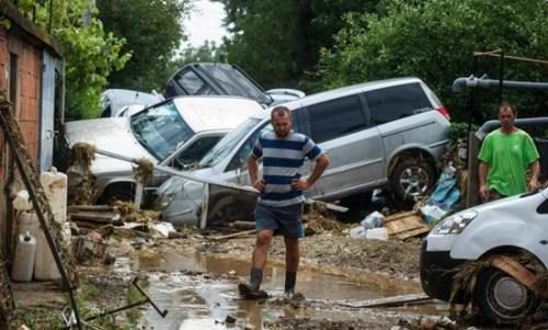 暴风雨袭击马其顿首都引发泥石流 至少21人死亡