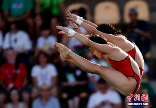 陈若琳/刘蕙瑕夺得奥运跳水女子双人十米台冠军 记者 杜洋 摄