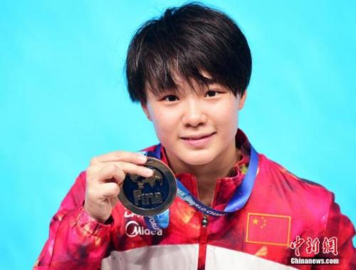 施廷懋获得喀山世锦赛跳水女子三米板冠军 发 侯宇 摄