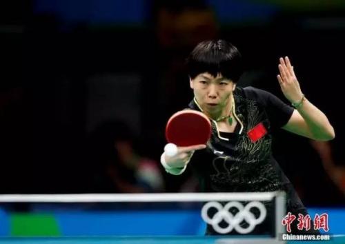 竞赛中的李晓霞 中新网记者 杜洋 摄