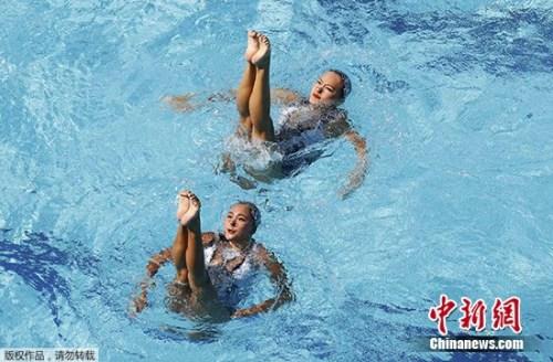 黄雪辰/孙文燕在比赛中。