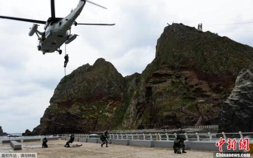 资料图:韩军在该岛上举行军演