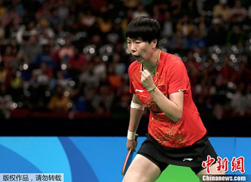 中国选手李晓霞在比赛中