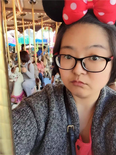 2016年2月9日,刘伶利发在微信伴侣圈中的自照相。