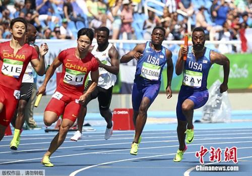 国家男队在4X100米接力竞赛中