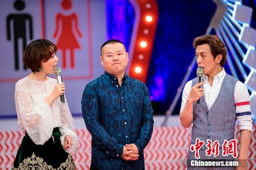 岳云鹏和李咏、王冠。