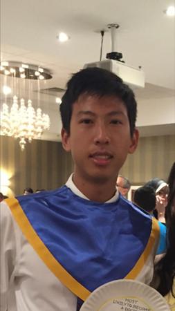 佛州华裔学生赵睿达虽然各方面都很优秀,仍遭长春藤名校拒收。他已向美国教育部提出申诉。(赵宇空提供)