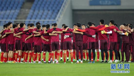 中国队备战与伊朗队的比赛 新华社记者白雪飞摄 图片来源:新华网