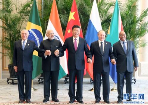 9月4日,金砖国度指导人非正式接见会面在杭州举办,国度主席习近平、印度总理莫迪、南非总统祖马、巴西总统特梅尔、俄罗斯总统普京列席。新华社记者姚大伟摄