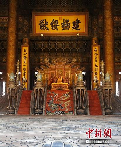 """5月18日,北京故宫启动""""点亮历史""""原状展陈照明方案,包括前三殿(太和殿、中和殿、保和殿)、后三宫(乾清宫、交泰宫、坤宁宫)在内的中轴线六大宫殿几百年来首次亮灯。记者 杜洋 摄"""