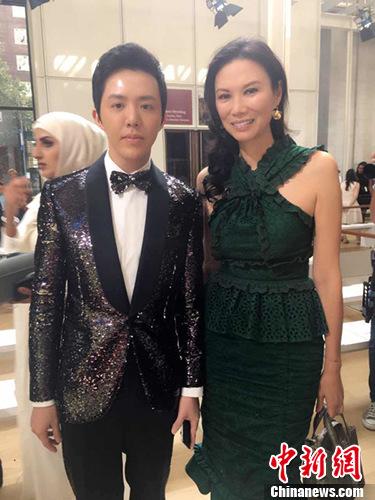 李云迪受邀纽约看秀 跨界与时尚女魔头交流