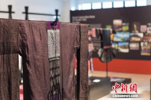 每一件苗绣老衣都来自贵州苗族各个村寨,均是真正的苗族员家历代相传上去的珍品