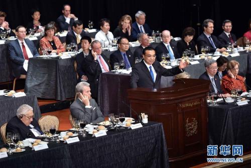 当地时间9月20日晚,国务院总理李克强出席纽约经济俱乐部、美中关系全国委员会、美中贸易全国委员会联合举行的欢迎宴会并致辞和回答提问。新华社记者 李涛 摄