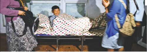 离异家庭11岁少年到处流浪 父亲:他想干嘛就干嘛