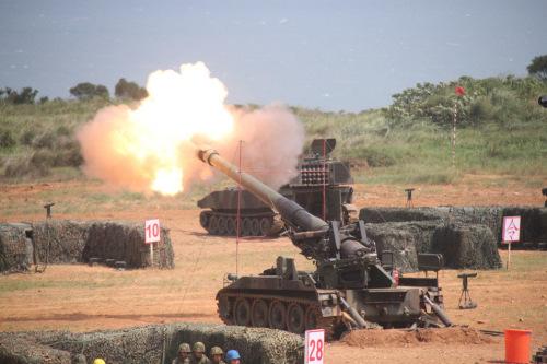 陆军重炮射击。图为陆军坑子口靶场。记者洪哲政/拍照