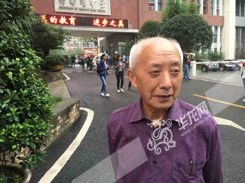 69岁于先仕刚完毕国度司法测验。 练习记者 黄环 摄