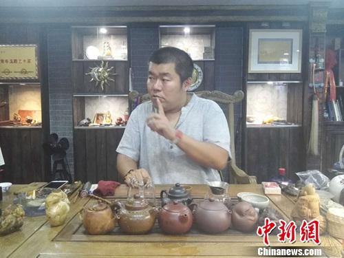 陈焕升在接受媒体采访。上官云 摄