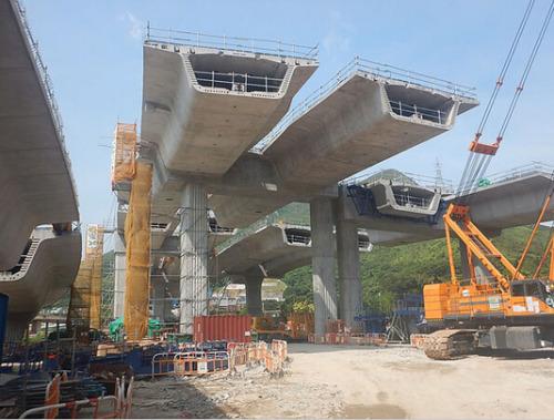 港口衔接路的高架桥梁。图像来历:陈茂波网志