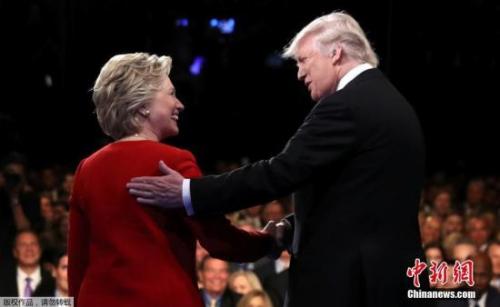 当地时间9月26日晚,美国大选首场总统候选人辩论,希拉里和特朗普亮相会场。