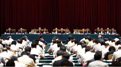 10月10日至11日,全国社会治安综合治理创新工作会议在江西南昌举行。中共中央政治局委员、中央政法委书记、中央综治委主任孟建柱出席会议并讲话。 摄影 郝帆