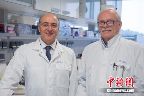 欧莱雅研发与创新中心预测方法与模型开发总监José Cotovio 与毛发生物学专家Bruno Bernard