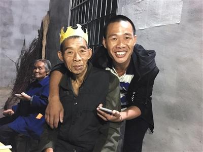 遭海盗劫持中国船员:曾试图逃跑被抓 头上留长疤