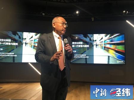 微软大中华区副总裁曾元曦11月1日在微软数字化批发引见会演出讲。中新经纬 罗琨 摄