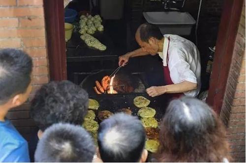 阿大葱油饼店 图片来源于网络