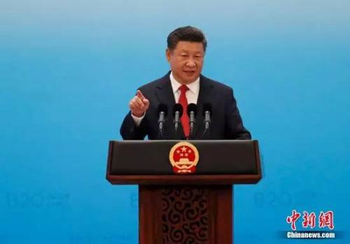 图为:2016年9月3日,国度主席习近平在杭州列席二十国团体工商峰会揭幕式,并揭晓题为《国家开展新出发点 全世界增加新规划》的宗旨演讲。