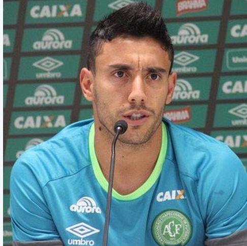 巴西沙佩科恩斯足球俱�凡�(Chapecoense)10�球�T、球�后�lAlan。