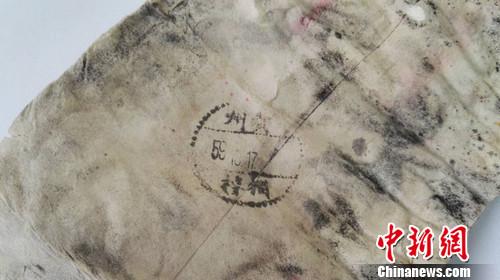 nEO_IMG_图为该名罹难地质工作者遗物,1959年10月17日贵州邮戳可辨。罗云鹏 摄