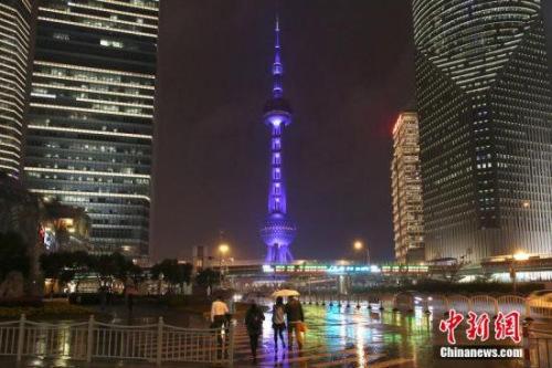 有受访者表示,上下班能看到东方明珠,才感觉自己住在城市里。图片来源:CFP视觉中国