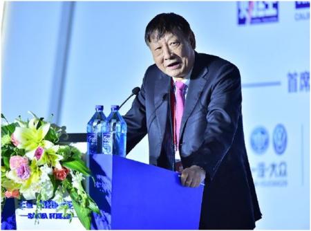2016年12月10日,中银国际研究公司董事长曹远征在三亚 财经国际论坛上发表讲话。(主办方供图)