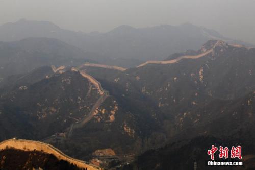 12月21日,北京持续雾霾,空气重度污染。中新社记者 富田 摄