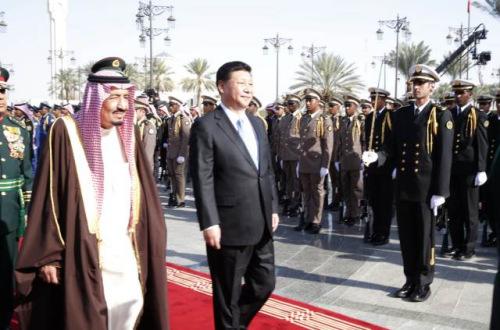 本地 时光 1月19日,国度 主席习近平在利雅得同沙特阿拉伯国王萨勒曼举办 谈判 。谈判 前,习近平出席萨勒曼国王在王宫办公厅广场举办 的盛大 接待 典礼 。(新华社记者鞠鹏摄)