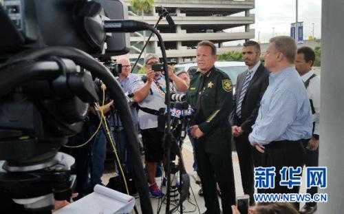 美劳德代尔堡机场爆枪击案5死8伤 嫌犯被拘捕