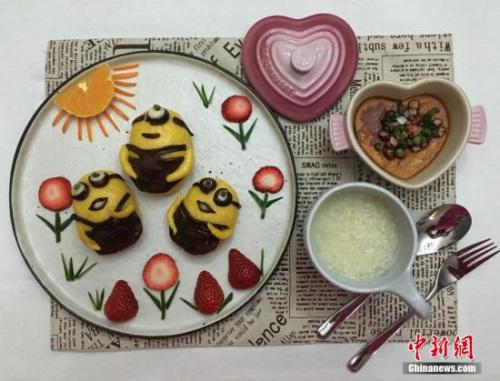 图为一位重庆妈妈为女儿制作的小黄人早餐。受访者供图