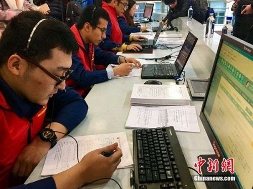 目前,活动的热线电话已经开通。记者 王牧青 摄
