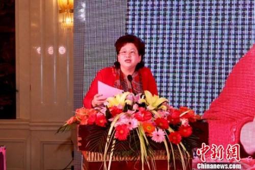 13日,安徽省侨商联合会年会在合肥举行,安徽省侨商联合会会长朱华致辞。 陈功 摄