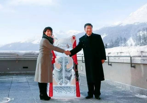 1月17日,国家主席习近平同瑞士联邦主席洛伊特哈德在达沃斯共同启动中瑞旅游年。新华社记者丁林 摄