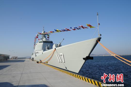 新型导弹驱逐舰西宁舰正式加入海军战斗序列