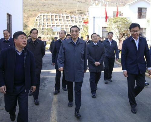 李克强:决不能让农民工背井离乡流汗再流泪