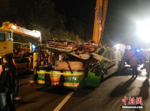 台湾游览车事故现场直击