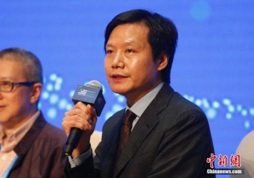 5资料图:小米公司董事长兼CEO雷军在浙江乌镇出席第三届世界互联网大会企业家代表集体采访活动。刘关关 摄