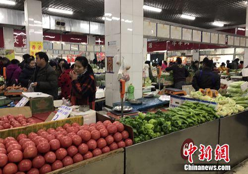 北京一家农贸市场内。 种卿 摄