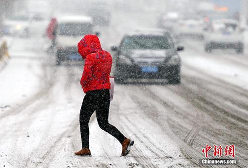 新疆再迎寒潮暴雪天气 局部气温狂降12℃以上