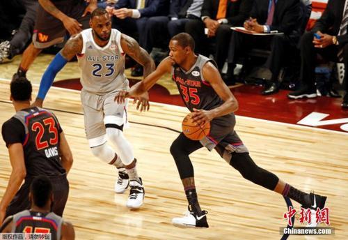 当地时间2017年2月19日,NBA全明星正赛开战,杜兰特对抗詹姆斯。