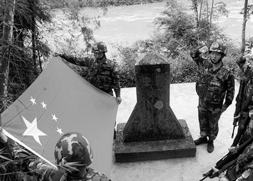 """""""湄公河第一哨""""官兵在界碑前宣誓"""
