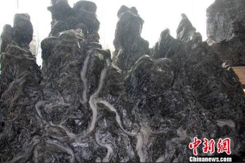 灵璧石被誉为中国四大观赏石(灵璧石、太湖石、昆石、英石)之首?!∥馕乐?摄