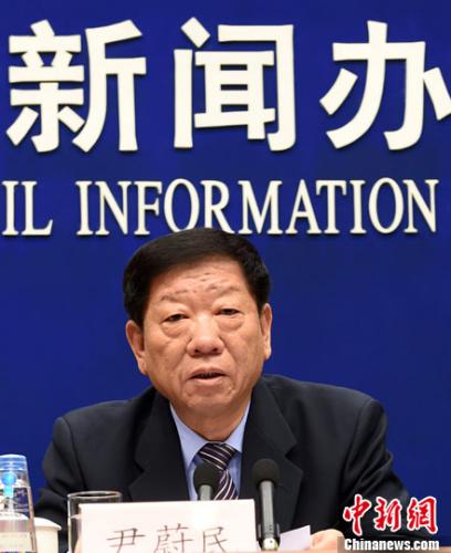 3月1日,国务院新闻办公室在北京举行新闻发布会,人力资源和社会保障部部长尹蔚民介绍就业和社会保障有关情况。记者 张勤 摄